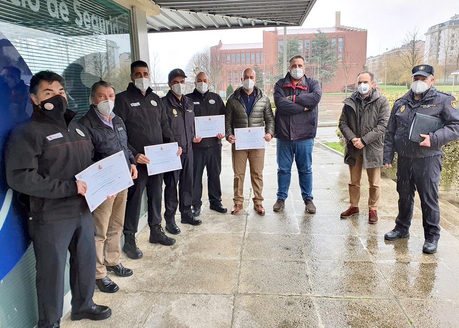 Cuatro vigilantes de seguridad de la UC reciben una mención honorífica de la DGP.